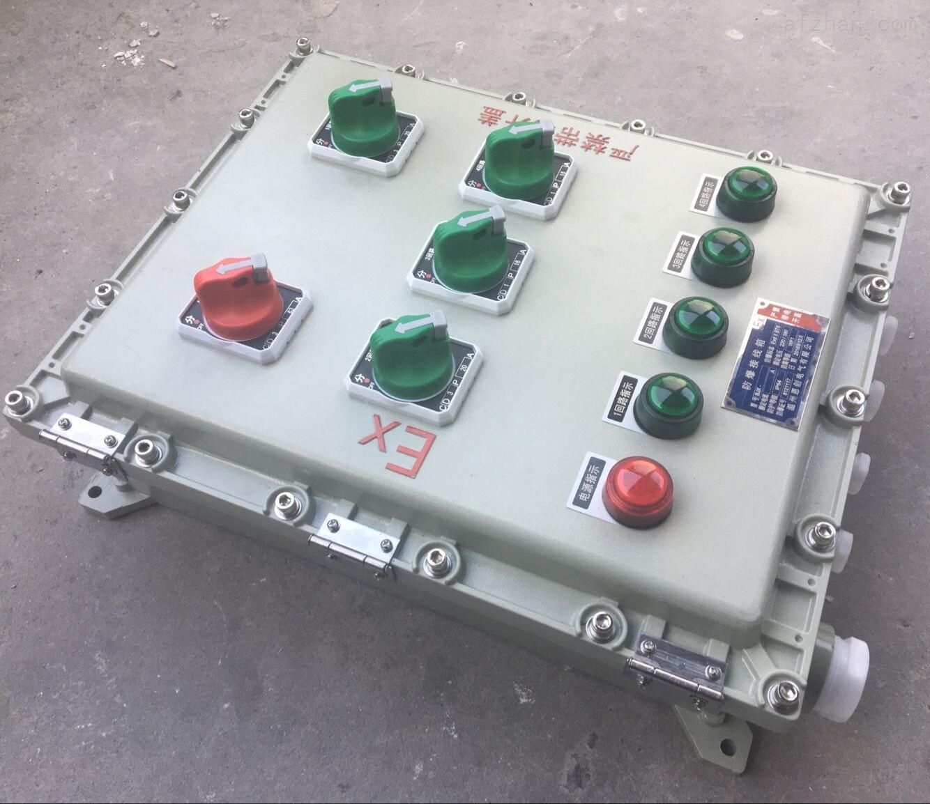 适用范围 1.1区、2区危险气体场所 2.A、B、C类T1~T6组爆炸性 气体或蒸气环境 3.户内、户外(IP54,IP65*) 4.适用于可燃性粉尘环境20区、21区、22区 产品特点 1.铝合金外壳压铸或者钢板焊接成型,表面高压静电喷塑,外形美观 2.内可根据客户要求安装C65N、NC100H及S25S高分断小型断路器、M611或GV2电动机保护器、3VE1空气开关、CM1塑壳断路器及信号灯等元件 3.
