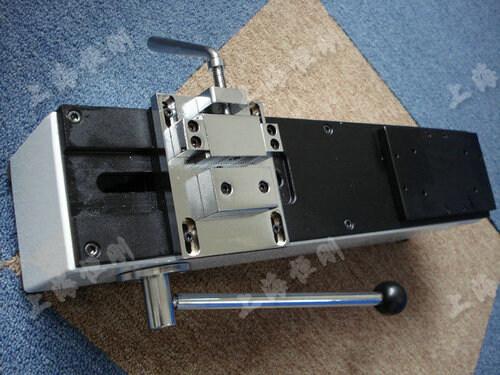 线束端子拉力测试仪未安装时的图片